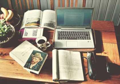studying 420x294 چاپ تضمینی مقاله در ژورنال های علمی معتبر داخلی