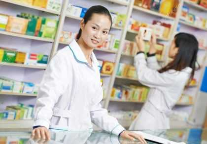 pharmacy worker in china 1023x675 420x294 - پایان نامه رشته داروسازی