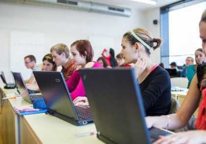 نرم افزار 420x294 - بهترین نرم افزارهای کامپیوتری برای دانشجویان